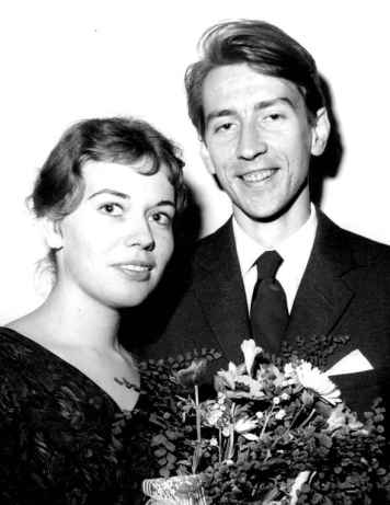Monica Bladh and Tomas Tranströmer marry, 1958. Foto: Gösta Wirén.